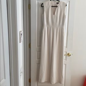 Tahari off white sleeveless jumpsuit with pockets